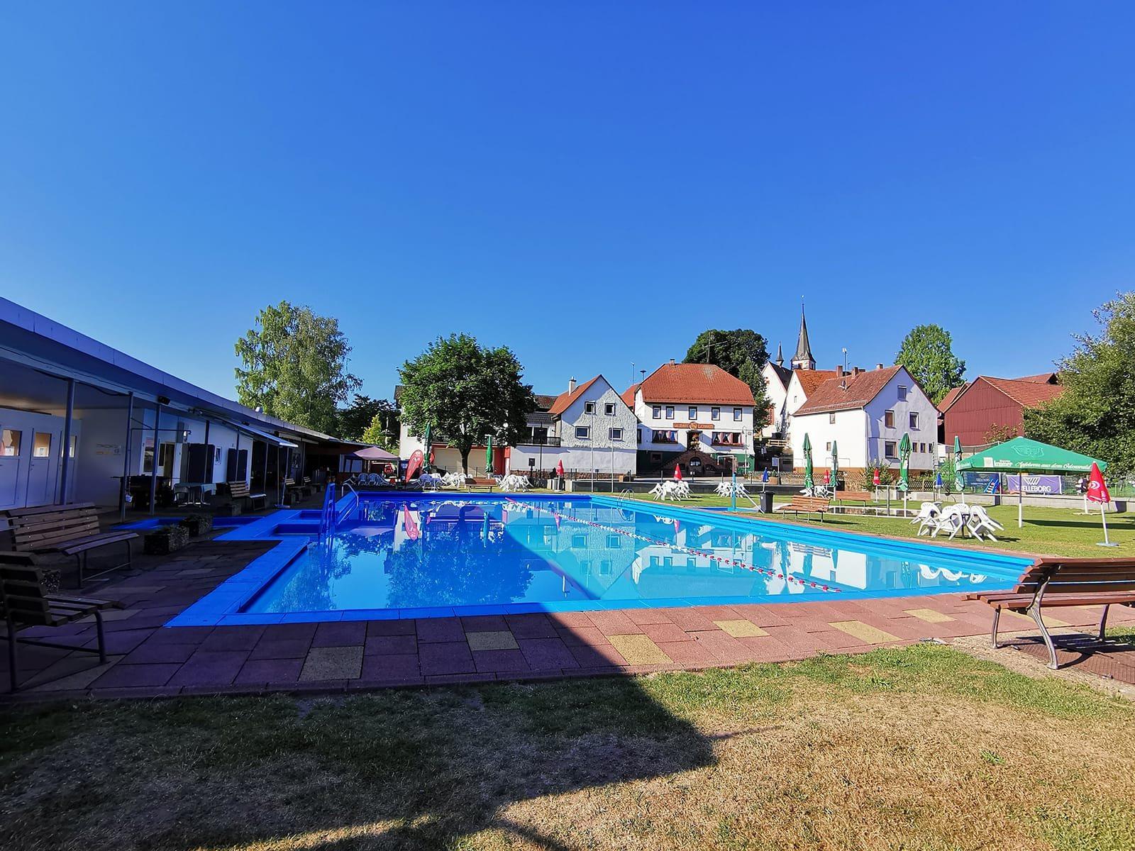 Schwimmbad-mossautal_2